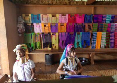 Femei din tribul Kayan