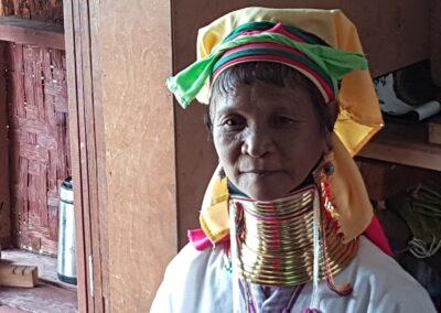 Femeie din tribul Kayan